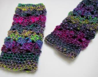 Crocheted multicolor woolen mittens