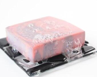 DUO savon & porte-savon!  1 Savon artisanal au choix et 1 porte savon au choix.