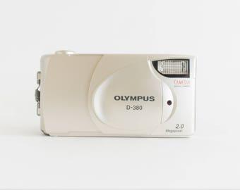 90's Olympus D-380 Digital Camera //