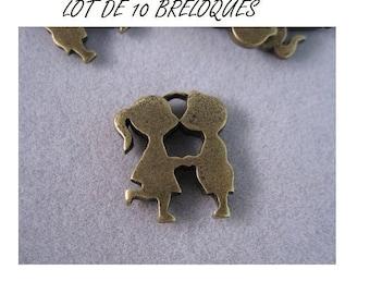 Set of 10 charms couple kissing bronze man woman (T10)
