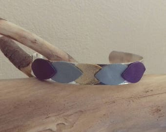 Adjustable cuff Bangle silver with leather petals, light blue, dark blue and gold