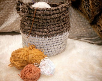 Basket crocheted in Brown and white fabric