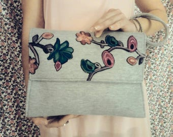 FLORAL clutch bag with concealed wrist handle.