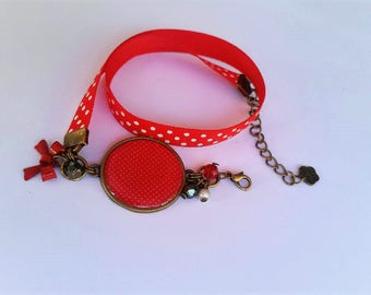 Red bracelet with white polka dots, 60s style, to wrap twice around the wrist