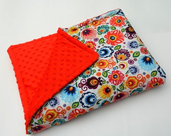 Super soft cotton-minky baby blanket with antiallergenic filling, suitable for cot, pram or pushchair.