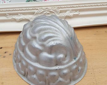 Vintage detailed metal jelly mould