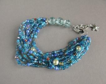 Blue beaded bracelet, Glass beads