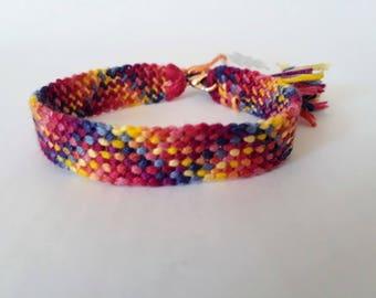 model: enjoy the little things (friendship bracelet 10 wires)