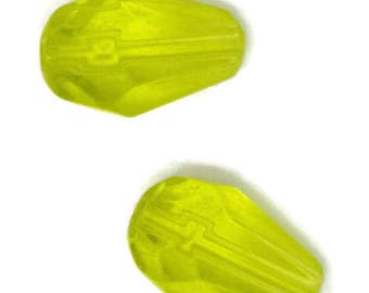 yellow green glass teardrop, green teardrop, 10x6mm green teardrop,  green teardrop 10x6mm, yellow green teardrop 10x6mm
