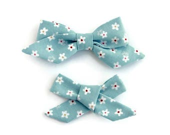 Blue with White Daisies Bow, Hair Clip, Hair Bow, Toddler Bows, Baby Bows, Girl Hair Bow, School Girl Bow, Hair Accessories