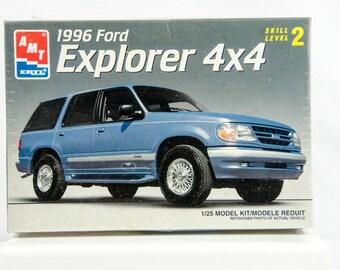 Sealed Rare Vintage AMT 1996 Ford Explorer 4X4 1/25 Scale Model