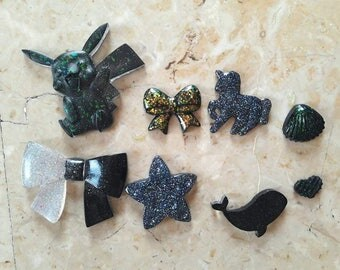 8 resin Cabochons mix black with Glitter. HANDMADE