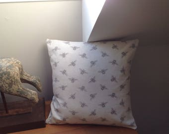 """18"""" bee and hessian cushion with insert"""