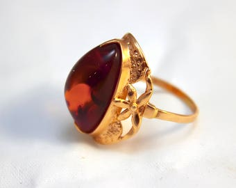 Female gold ring 14K with amber, ring size 7 1/2