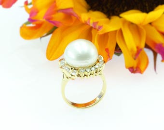 14k Yellow Gold Pearl Ladies Ring w/ Baguette & Round Diamonds