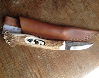 Handmade knife style nordic with sculpture.