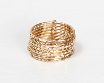 DEN RING - Gold plated ring stack, 7 hammered rings