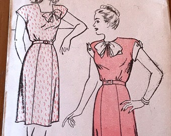 Vintage 1940's Dress Pattern---New York Pattern 870---Size 14  Bust 32  UNUSED