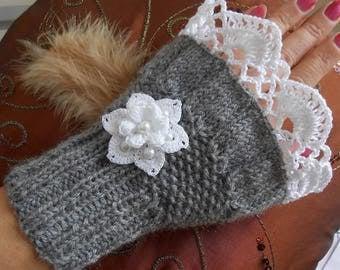 Wool grey mittens