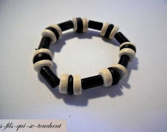 Bracelet wood beads and plastic
