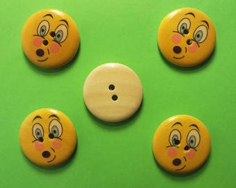 LOT 5 wood buttons: round Smiley 25 mm (03)