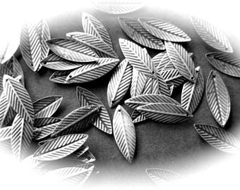 LEAVES 20 charms in antique silver