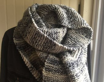 SCARF men or women, containing 75% wool, shades of grey and black