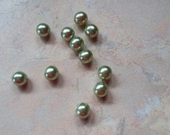 Green acrylic pearls almond, 8mm