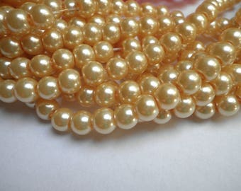 25 6 mm pale yellow glass pearls