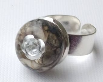 Ring: shades of grey and silver rose