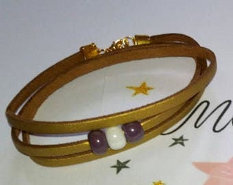 Suede bracelet with three glass beads