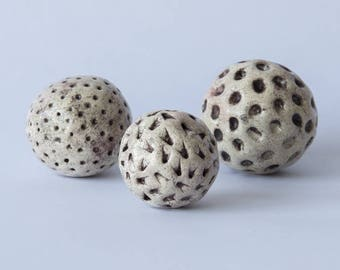 3 decorative balls ceramic Burgundy effect prints