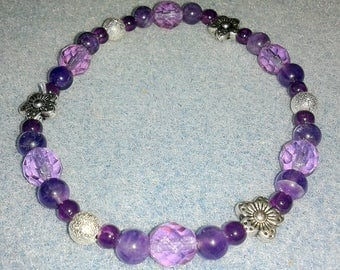 Baroque bracelet in purple and silver tones