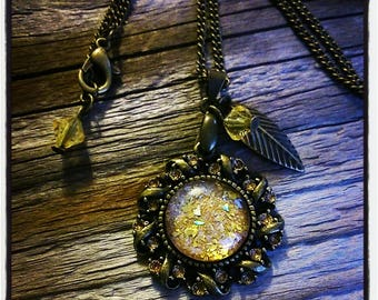 metal bronzes and cabochon necklace has gold glitter