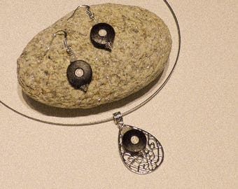 """Very beautiful finery """"Lucy"""" earrings and round wooden pendant"""