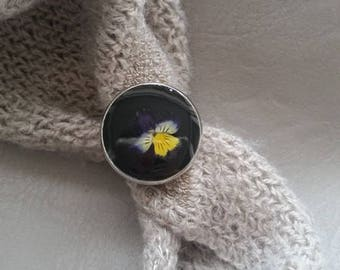 Round Ring 2 cm in resin and dried Pansy flowers