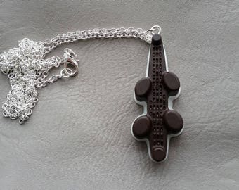 Necklace 77 cm + pendant candy alligator Brown and white resin