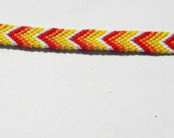 Friendship bracelet chevron pattern