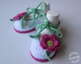 Chaussons ballerines blancs fleurs fuchsia