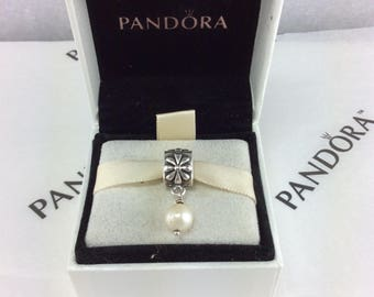 Pandora Retired Simple Flower With White Pearl #790535P