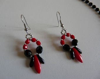 DAGGERS EARRINGS RED AND BLACK