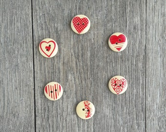 Set of 5 red graphic heart 20mm wooden buttons