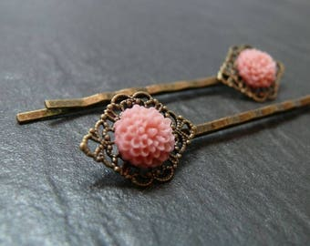 2 pink flower clips