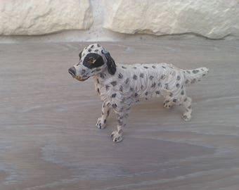Miniature resin dog hunting dog