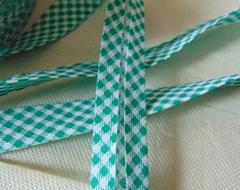 Through green and white gingham 2 centimeters