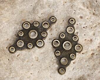 2 brass diamond shape connectors