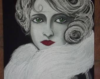 the actress has green eyes and white fur stole