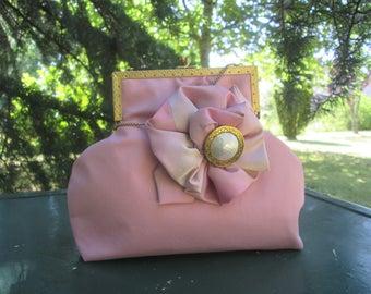 Minaudière rose poudré pour mariage anglais