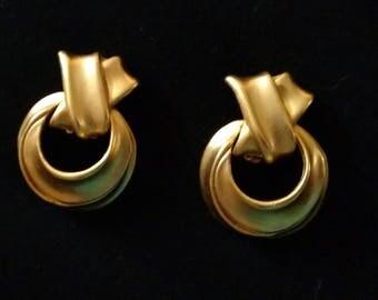 Clip on earrings matte gold tone