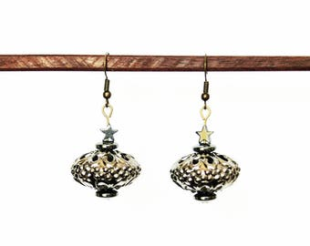 Earrings with openwork metal and Hematite bead